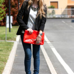 Simple outfit with fluo details