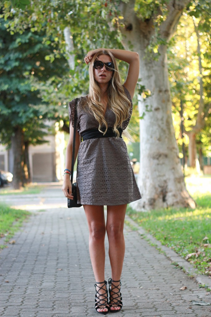 fashion blogger outfit in lace dress