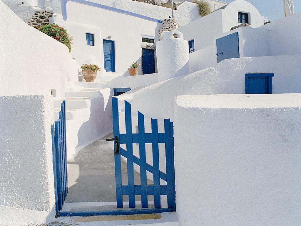 BLUE-GATE-SANTORINI_GREECE_1_1024x1024