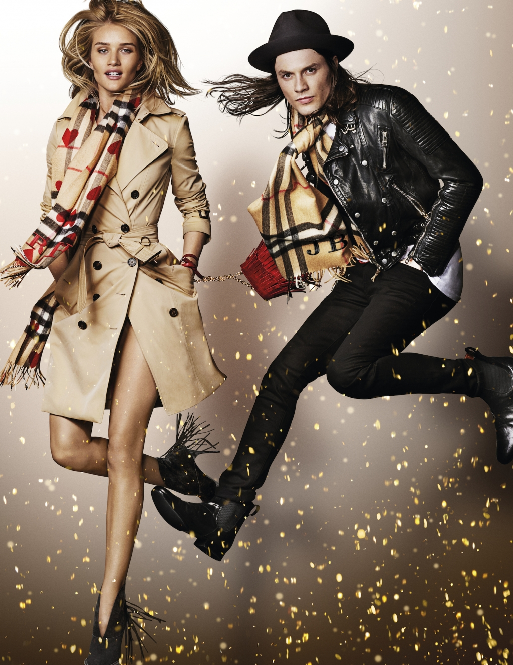 ROSIE_HUNTINGTON_WHITELEY_AND_JAMES_BAY_IN_THE_BURBERRY_FESTIVE_CAMPAIGN___SHOT_BY_MARIO_TESTINO